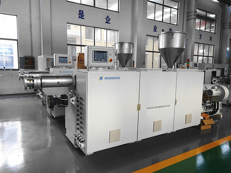 PET film recycling granulating production line